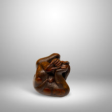 Load image into Gallery viewer, Netsuke – Monkey Eating a Peach