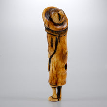 Load image into Gallery viewer, Netsuke - Dutchman holding a Gūnbai