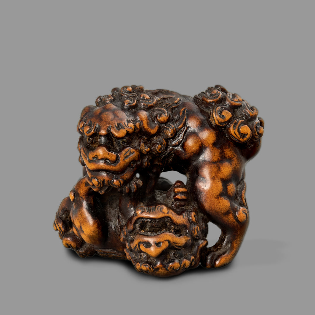 Netsuke - Fighting Shishi
