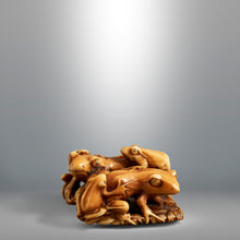 Load image into Gallery viewer, Netsuke - Family Frogs