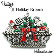 JJ Vintage Holiday Brooch at bitchinretro.com