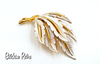JJ Vintage Pin With Silvery White Frosted Leaves and Wintry Style