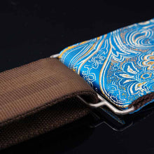 Laden Sie das Bild in den Galerie-Viewer, Bassgurt vegan in blau mit Paisley Muster
