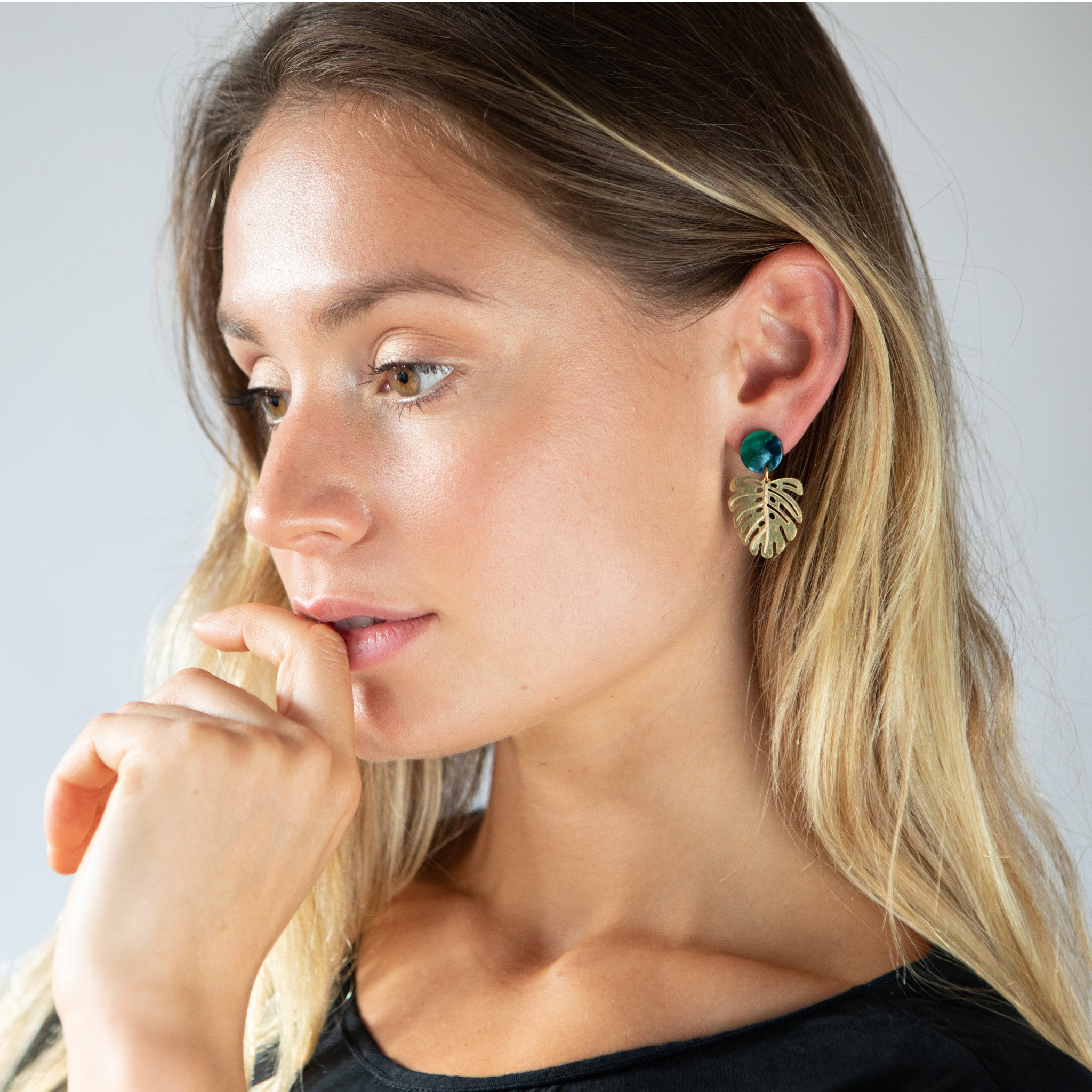 Monstera leaf earrings - Mara studio