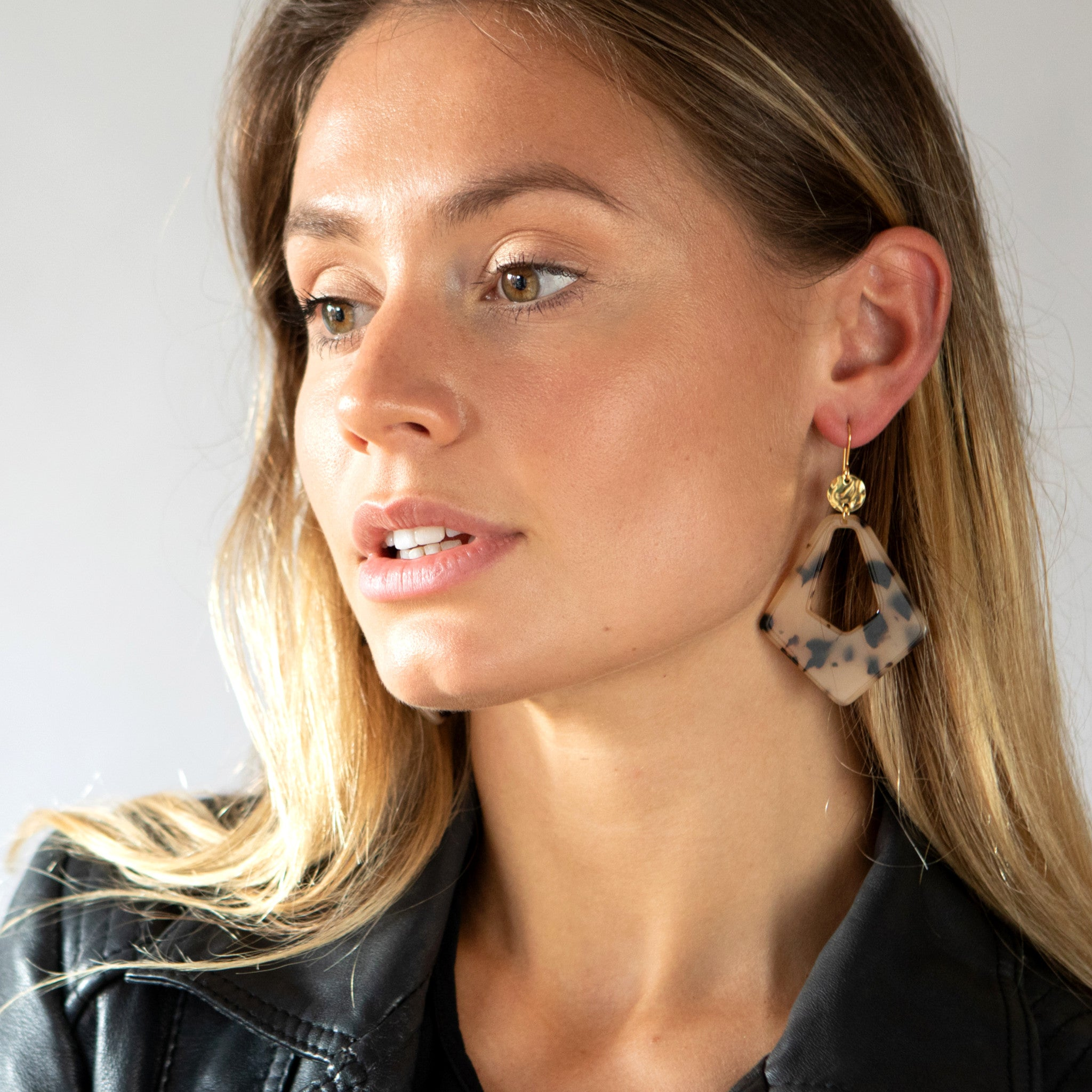 Acrylic teardrop earrings - Mara studio