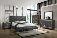 Load image into Gallery viewer, [Crown Mark] Giovani Queen Bedroom Set (B7900)