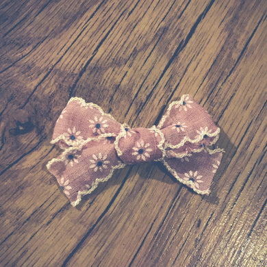 Vintage daisy, dusty pink, hand tied hair bow