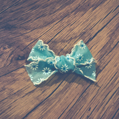 Vintage daisy, sea green, hand tied hair bow
