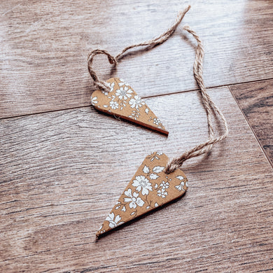 Wooden hanging heart tag - capel mustard