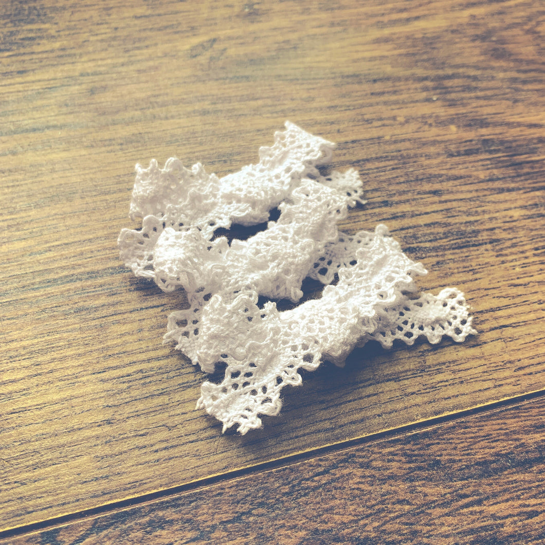 Vintage Crochet, white, Hand tied petite hair bow🌱