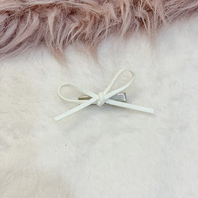 Ivory, hand tied petite, hair bow