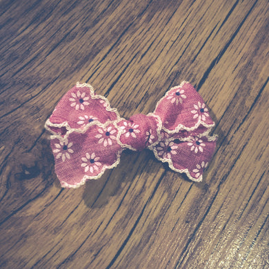 Vintage daisy, dark pink, hand tied hair bow