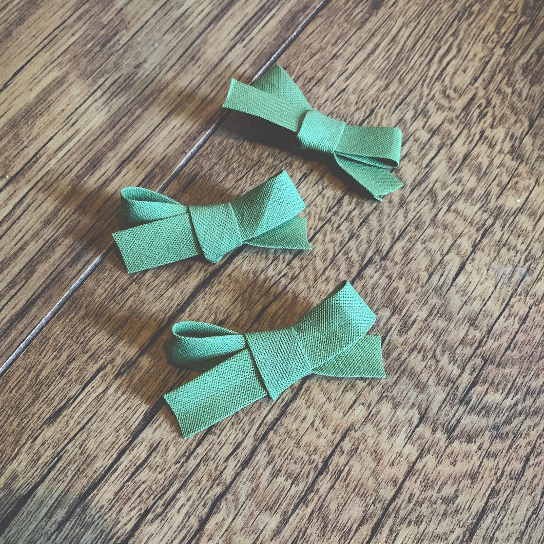 Moss Bias, hand tied petite hair bow