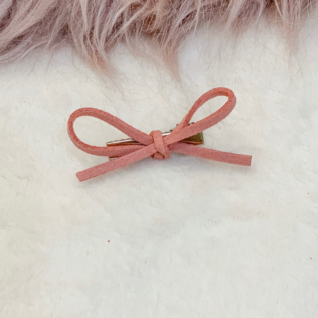 Salmon, hand tied petite, hair bow