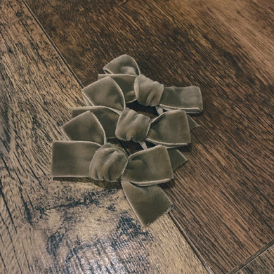 Natural velvet, hand tied hair bow
