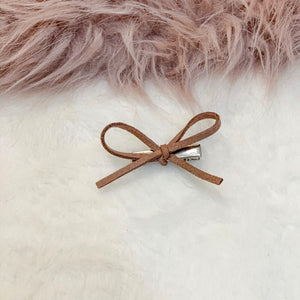 Camel, hand tied petite, hair bow