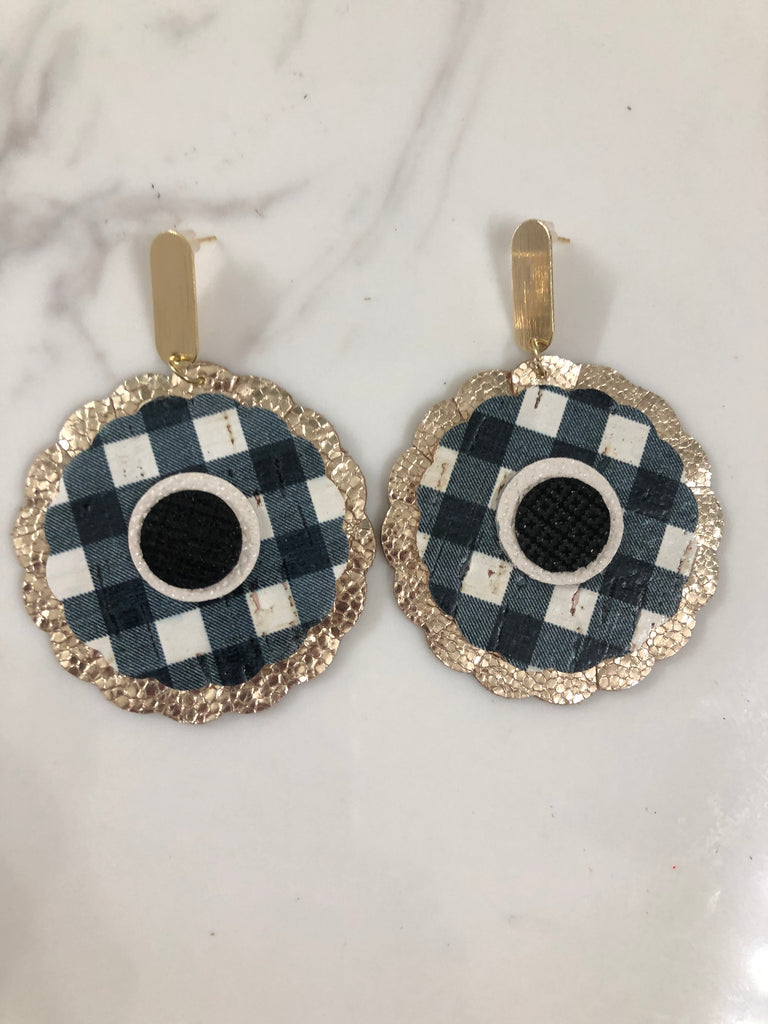 Black and White Buffalo Plaid and Glitter Gold Circle Scalloped Layered Earring with gold stud