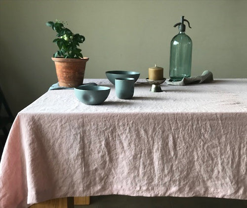 Stonewashed tablecloth in blush