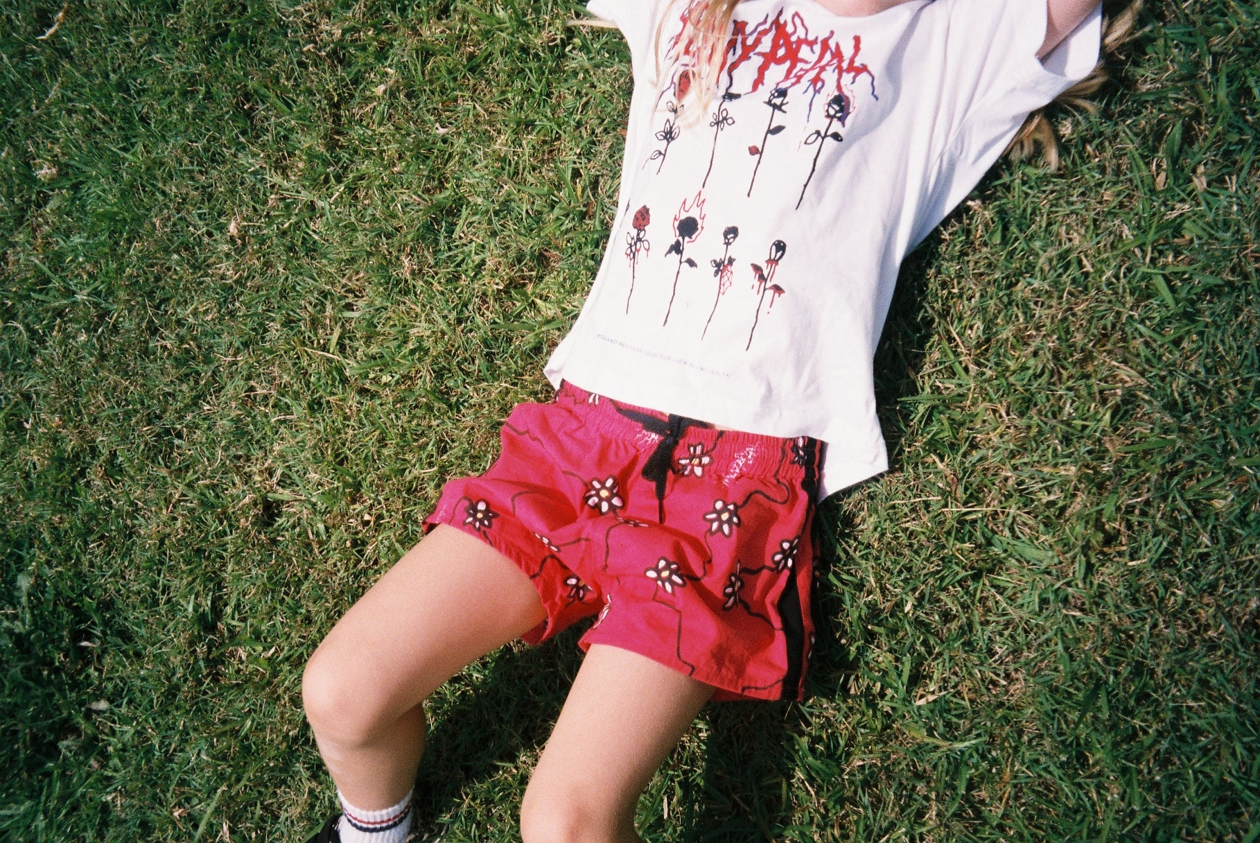 DAISY CHAIN SHORTS / RED