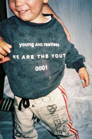 YOUTH SWEATSHIRT / WASHED BLACK
