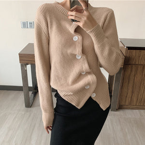 Plain single-breasted knit top