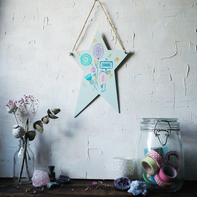 scattered flowers | wooden star plaque