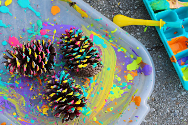 AT HOME CRAFT FOR KIDS - DIY SPLATTER PINE CONE CRAFT