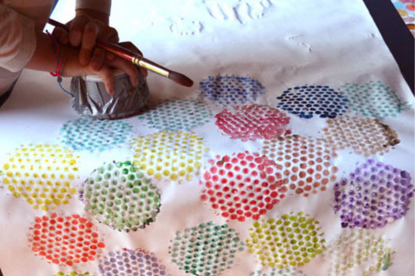 Quarantine Crafts for kids - DIY bubble wrap paint prints