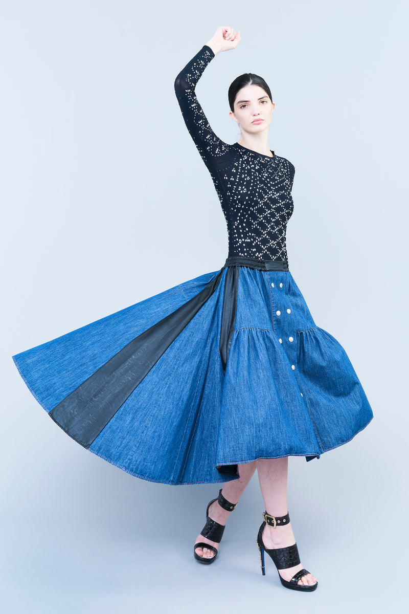 SKIRT IN GATHERED DENIM WITH DOUBLE BUTTONING ON THE FRONT AND LEATHER-FINISHING INSERTS