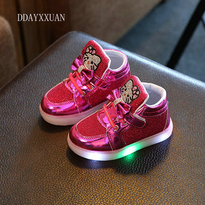 2018 New Spring Kids Shoes Hello Kitty Rhinestone Led Shoes Children Glowing Sneakers Girls Princess Cute Shoes With Light