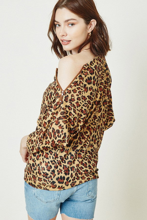 RIBBED SIDE-ZIP KNIT TOP IN LEOPARD PRINT