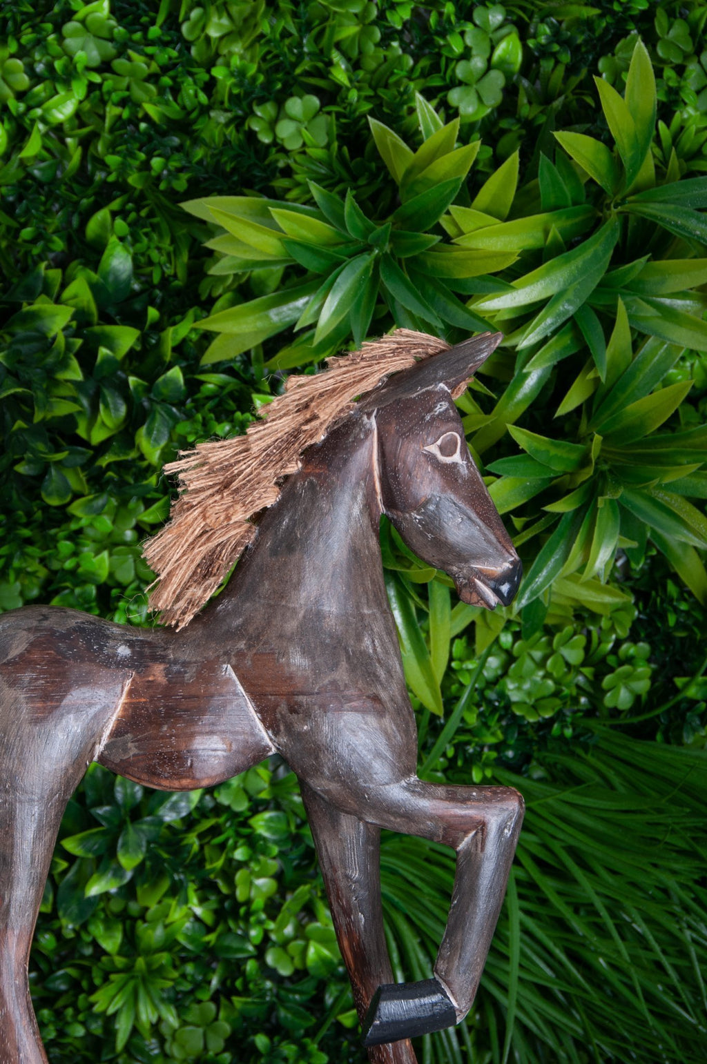 VVLH157 - BROWN WOODEN HORSE ON STAND