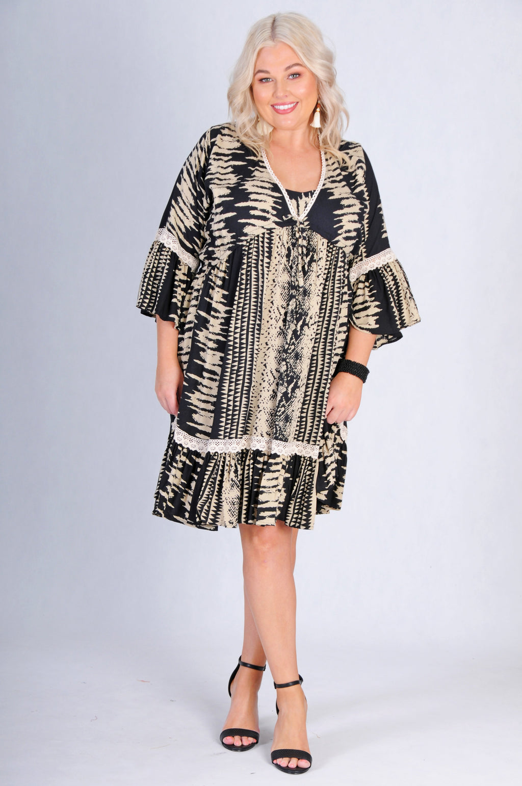 VBLD728 - BOHO BELL SLEEVE DRESS - BLACK/BEIGE