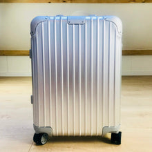 Load image into Gallery viewer, Rimowa ORIGINAL CABIN S MULTIWHEEL 32L Pre-Owned Never Used 2018 Made in Germany