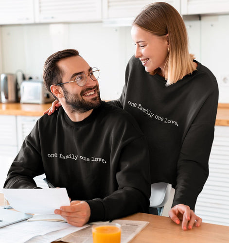 one family one love. - Sweatshirt aus Bio-Baumwolle-Herren Sweatshirts-FAMILY BY HEART