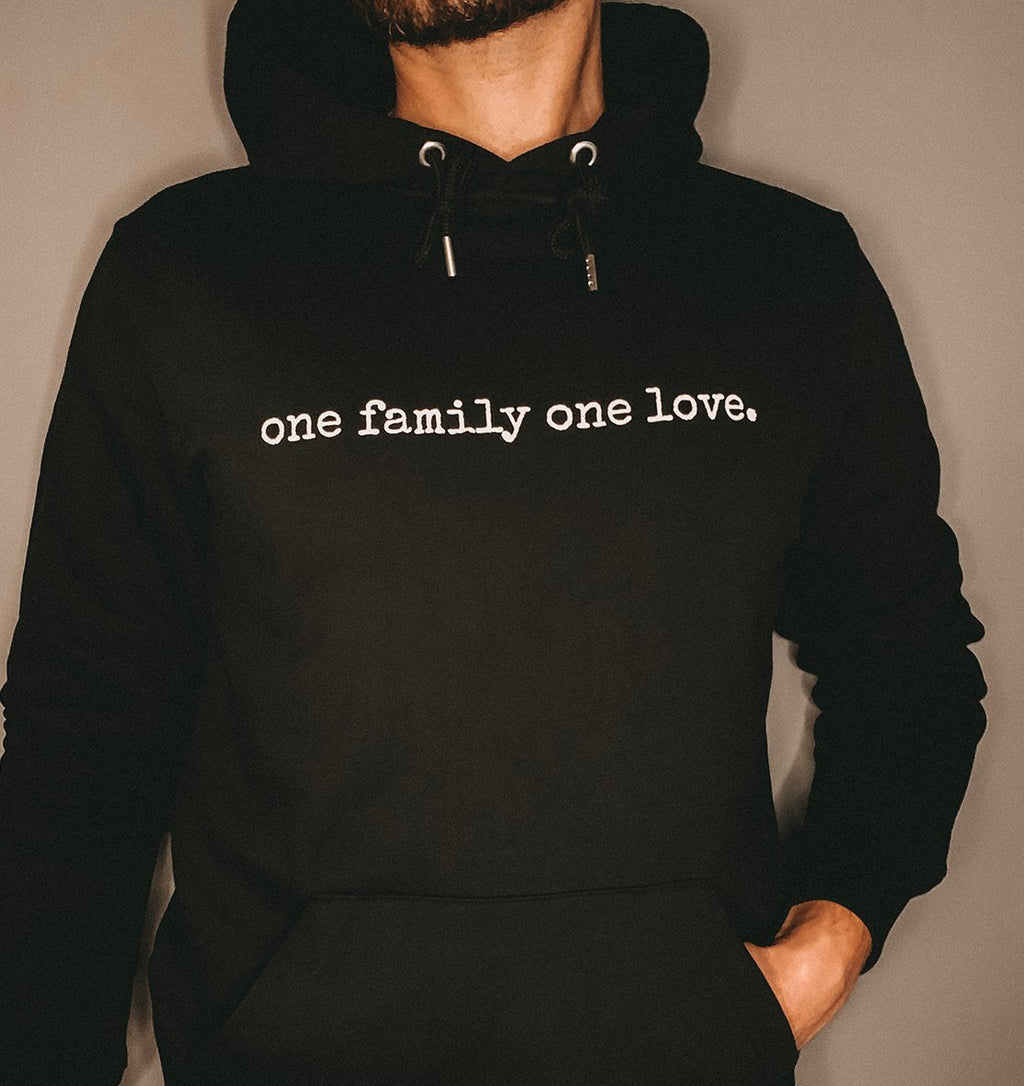 ONE FAMILY ONE LOVE - Unisex Hoodie aus Bio-Baumwolle - FAMILY BY HEART