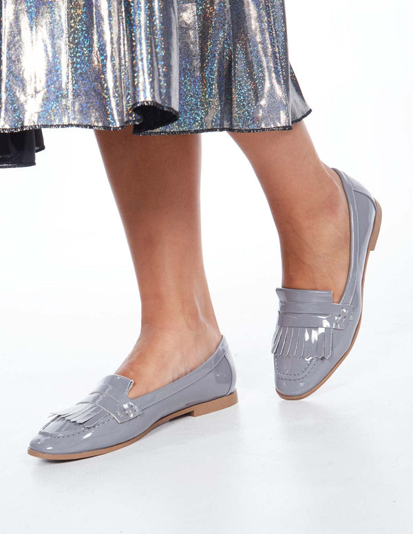 LEONORA - Fringe Detailed Patent Leather Grey Loafers