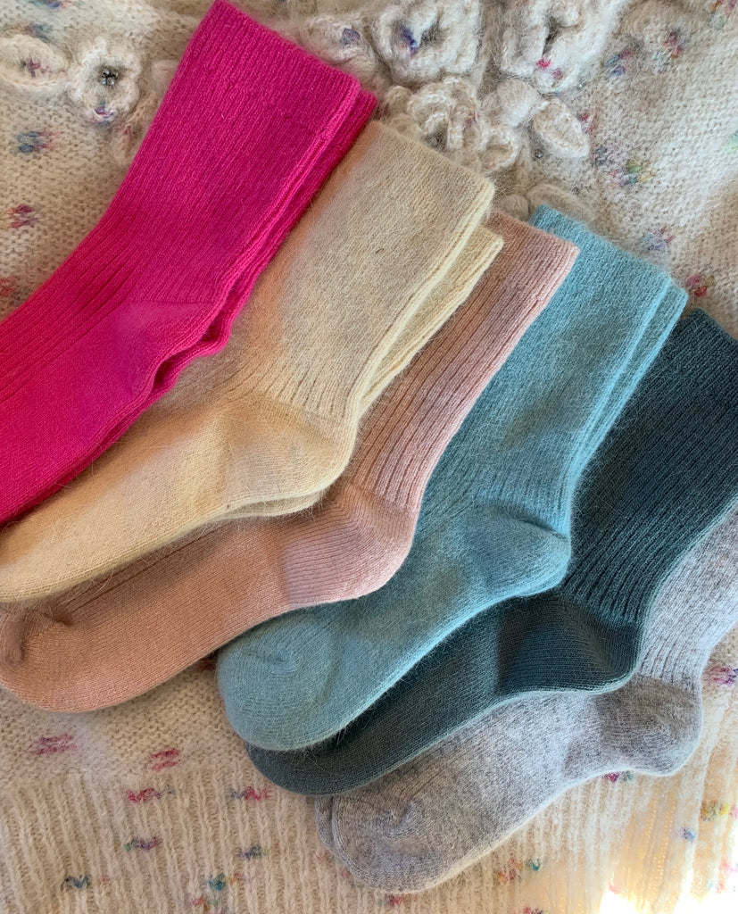 A Cashmere Cloud Socks – 6 COLOR OPTIONS (Unisex sizing)