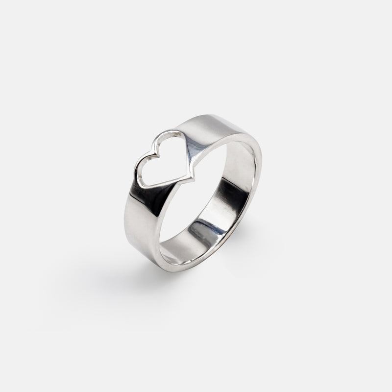 Sustainable Fine Jewellery - Heart Silver Band Ring Stand