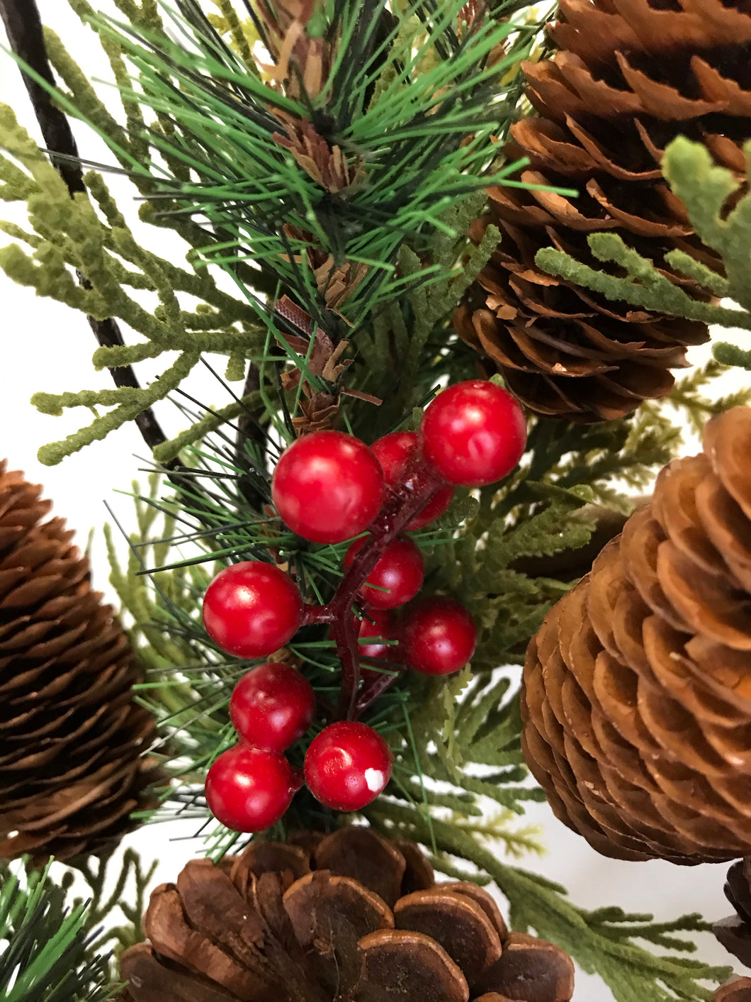 "24"" Wreath - Red Bell, Berry, Pine"