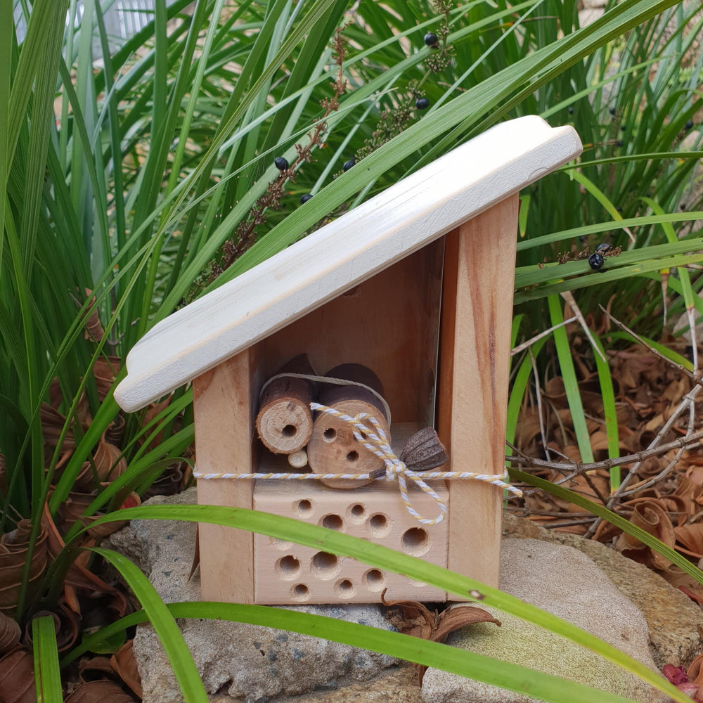 The Woodsman Solitary Bee Home - DIY Kit