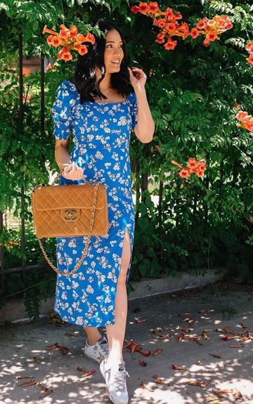 @withlovelilyrose | floral print dress blue | The Dallant | 90s fashion trends
