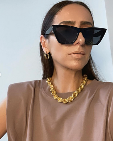 @laura_eguizabal statement necklace with padded t-shirt | The Dallant