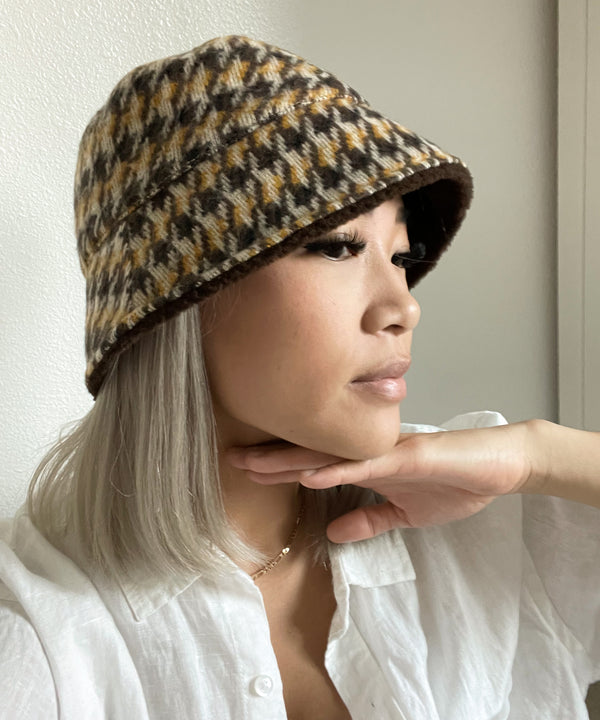 Houndstooth reversible bucket hat in chocolate multi | The Dallant | Korean Independent Designers