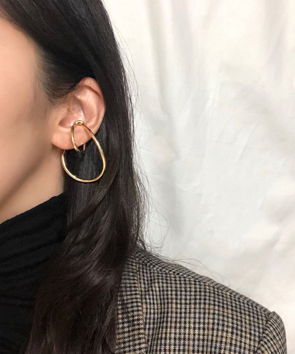 Minimal layered-effect ear cuff in gold | The Dallant
