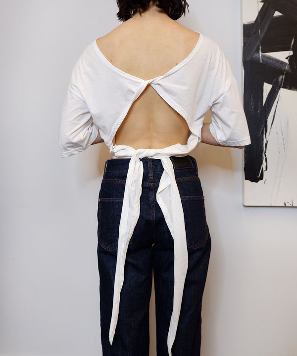 Open-back ribbon tie cropped t-shirt in white - The Dallant