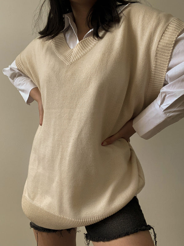 Oversized v-neck sweater vest