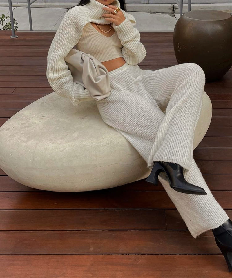 Turtleneck knit bolero sleeve in ivory