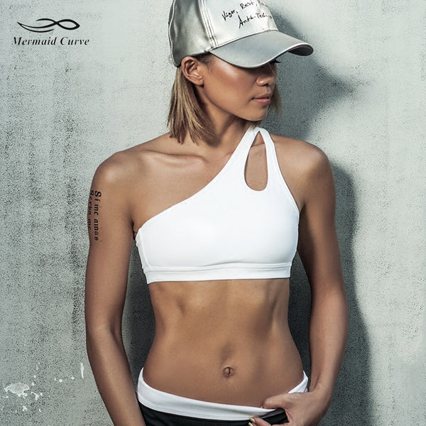 + An Oblique Shoulder strap sports bra +