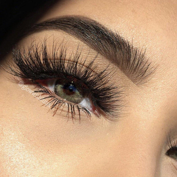 "Queen-High Volume-""Queen"" lashes are for our GLAM QUEENS. You'll fall in love these stunning mink lashes because of their fluffiness and the extra curl on the outer corners. They're super comfortable and lightweight on your eyes for everyday wear. Whether you're all about glam, or simply looking to up your lash game... you'll LOVE this style! Also available in our ""Dramatic (3-Pack)"" Description Handmade, Cruelty-Free, Wear up to 30x Material: 100% Mink Band: Thin, Black Cotton Band Volume: High"
